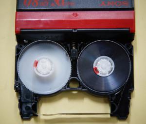 ミニDVテープ切断修理後
