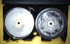 VHSテープカビ修理前